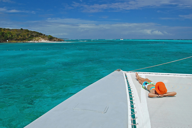 Approaching_Tobago_Cays_St_Vincent_and_the_Grenadines_276_544