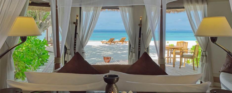 Banyan-Tree-Vabbinfaru-Acc-Beachfront-Pool-Villa-Img1-1170x470