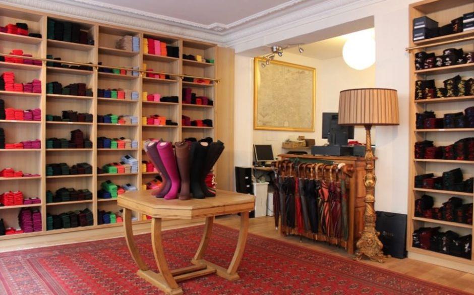 Mes-Chaussettes-Rouges-store-at-9-rue-César-Franck-Paris-inside