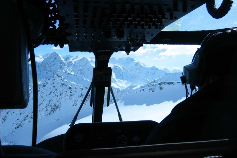 Courchevel-Helicopters_View-from-the-inside-of-the-helicopter-that-Heli-Skiers-and-Snowboarders-from-Courchevel-have-whist-flying-to-the-top-of-the-heliski-mountain-in-Italy
