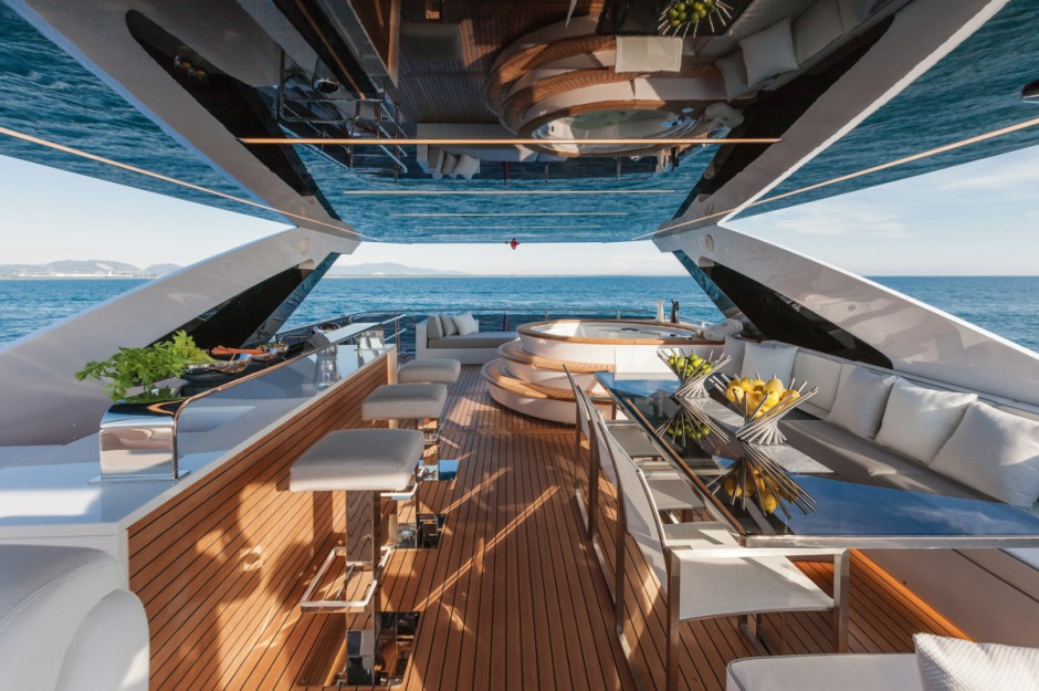 DL-Yachts-Dreamline-26M-Yacht-Jacuzzi